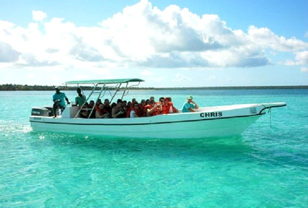 Saona Carnival Special - speedboat excursion - all boats have a sun shade