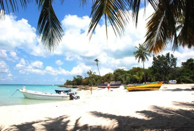 Catuano Beach - the perfect Caribbean beach on our Carnival Special Excursion