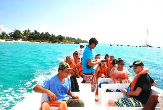 Departure from Catuano Beach - Saona Carnival Special