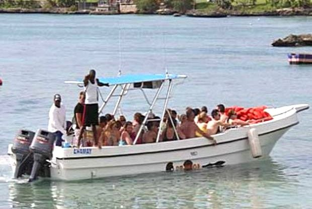The 2 Island excursion boat