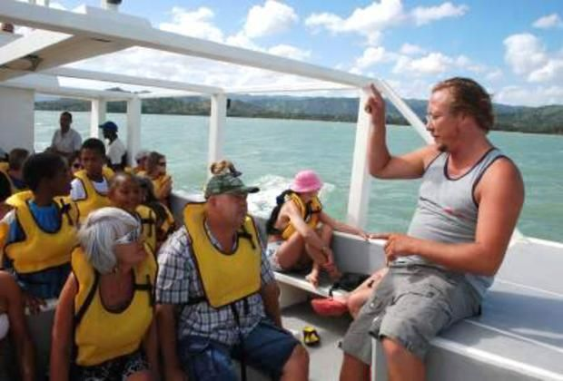 Expert guiding during whale watching